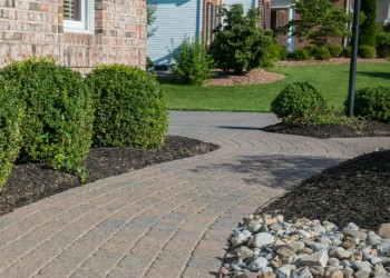 immaculate walkway after sealing pavers
